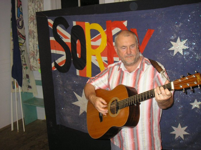 Bob Fox plays at Braidwood Folk Club